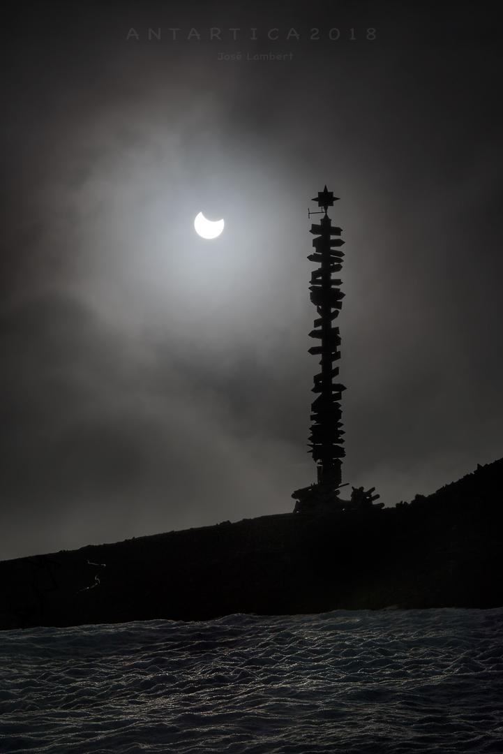 15 Febrero. Antártica Eclipsada !